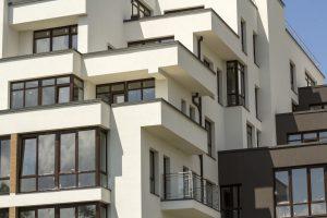 widok na mieszkanie w bloku